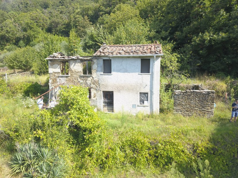 Rustico for renovation with sea view
