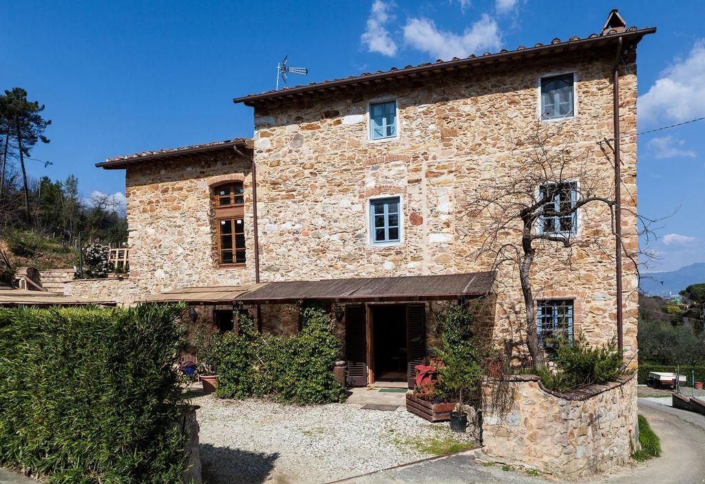 Renoviertes Steinhaus mit Pool bei Lucca