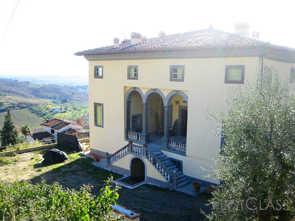 Klassische Villa oberhalb von Lucca