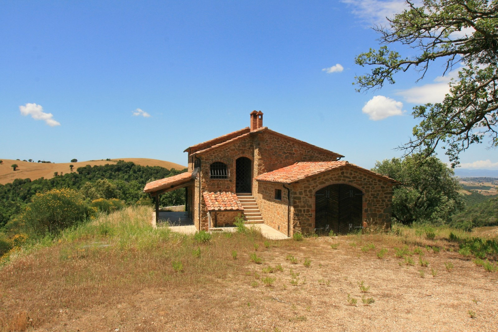 New stone house with large Land in Scansano
