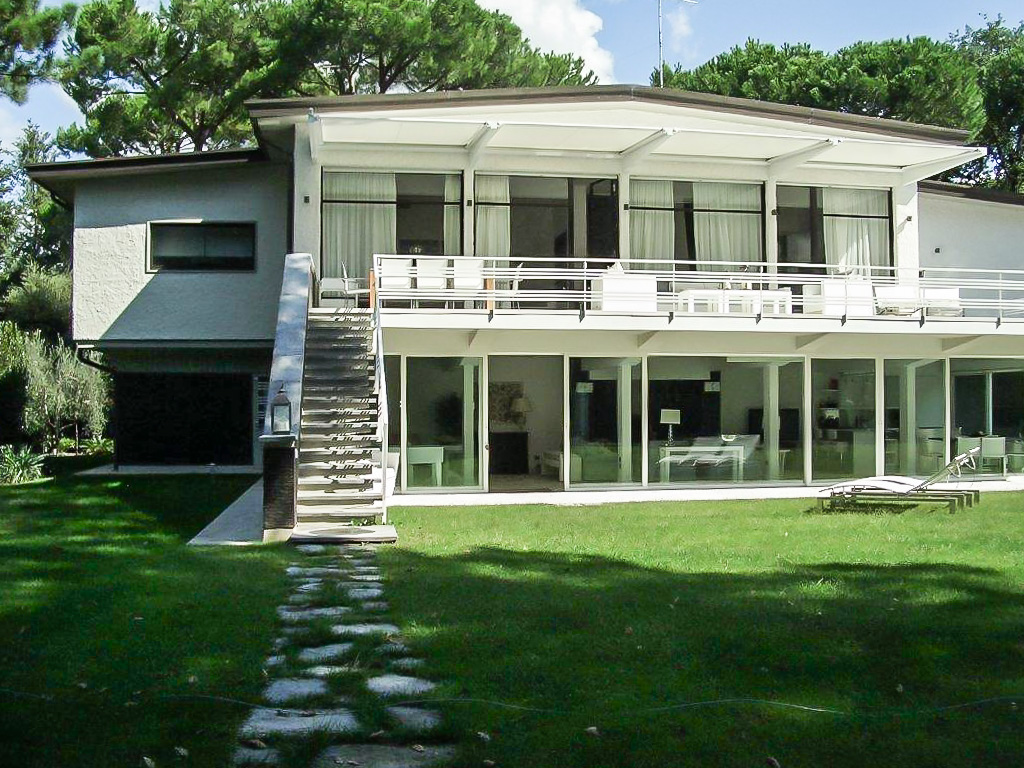 Villa with Pool 600m from beach