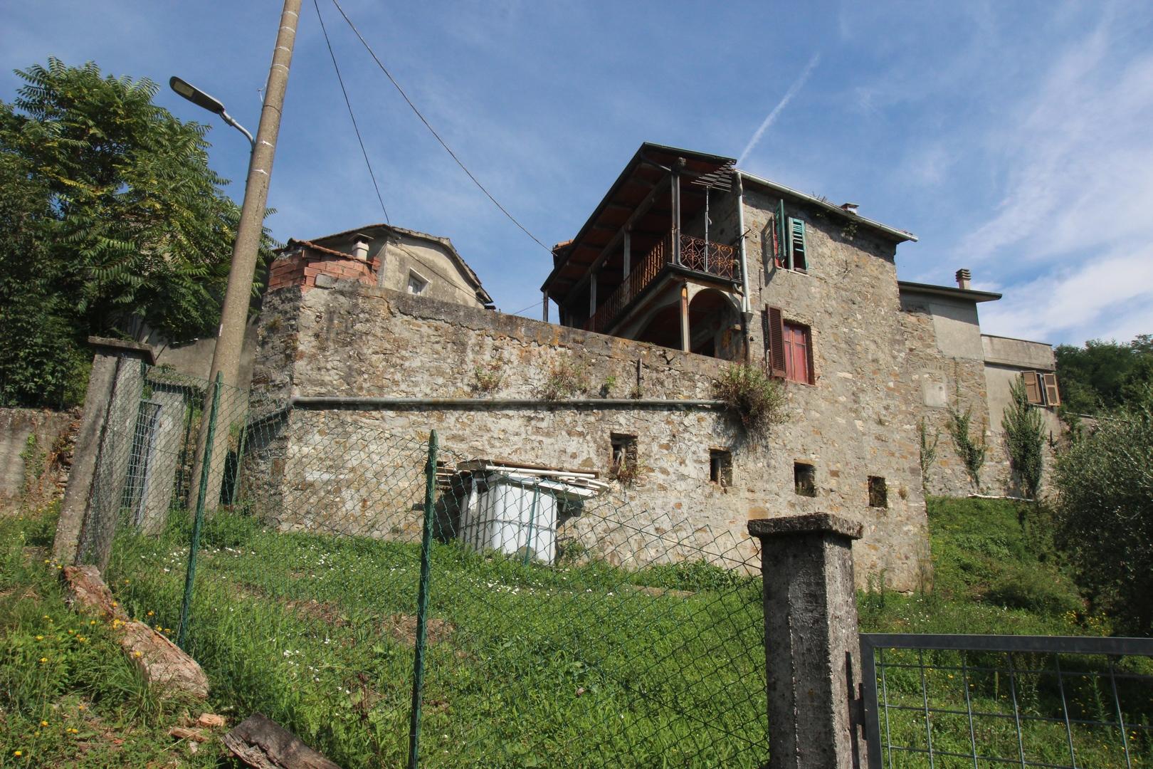 Renovierungsbedürftiges Rustico in der Lunigiana