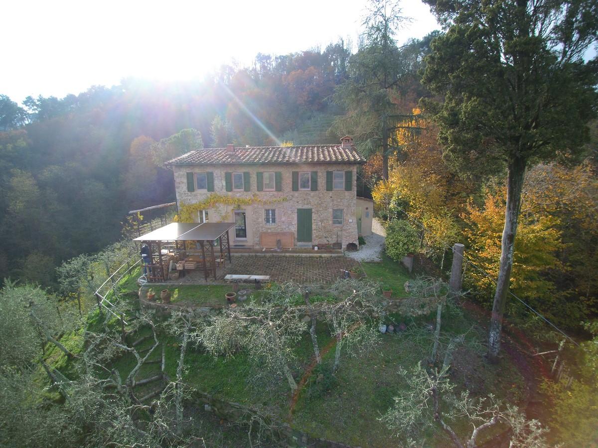 Großes Landhaus mit Nebenhaus