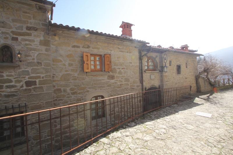 Weiler bei Poppi zwischen Arezzo und Florenz