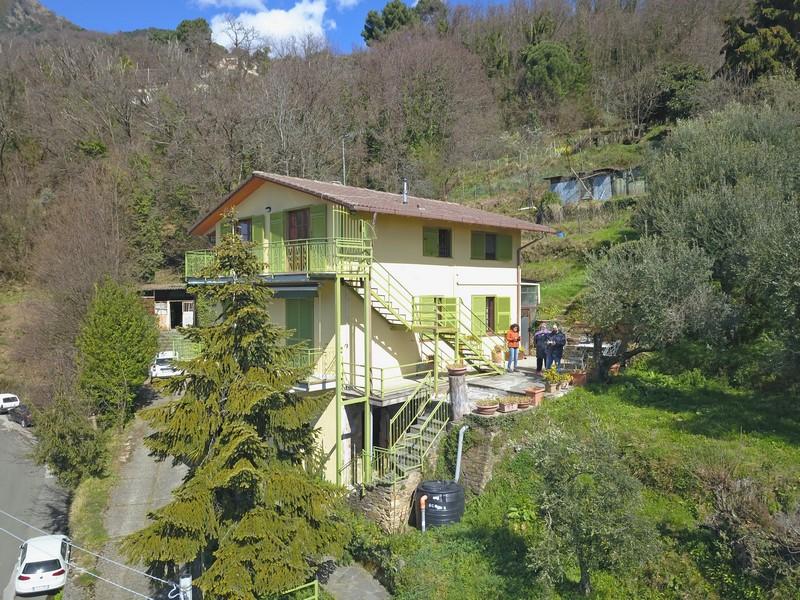 Haus am Hang mit Meerblick und 2 Wohnungen