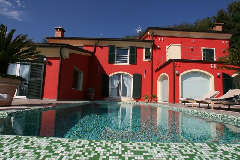 Moderne Luxusvilla mit Meerblick
