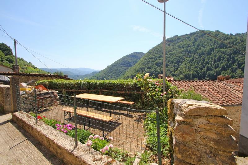 Stonehouse near to Pescaglia