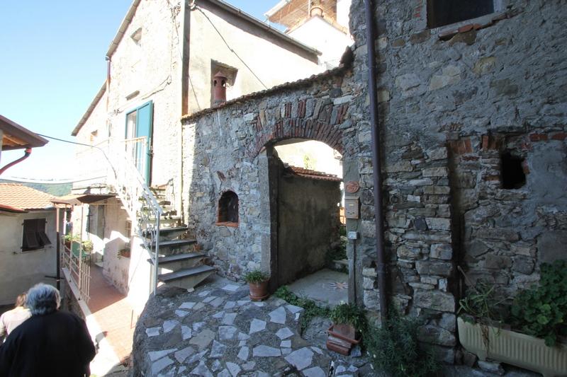Feng shui stone house 12km to the sea